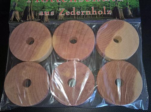 Mottenschutz-aus-Zedernholz